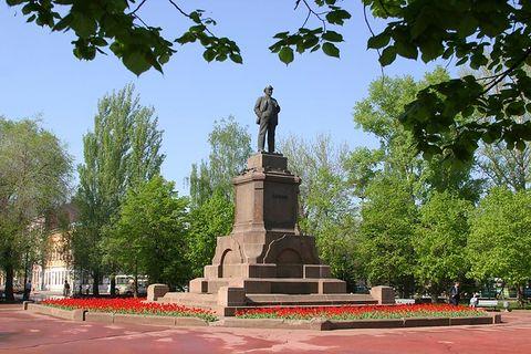 Ленин с клумбами