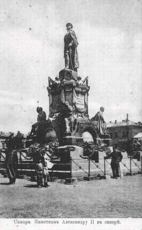 памятник на площади 1916
