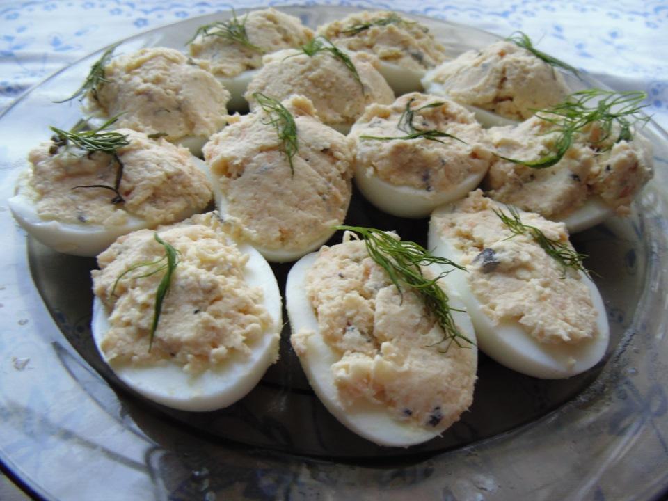 Простые закуски из яиц